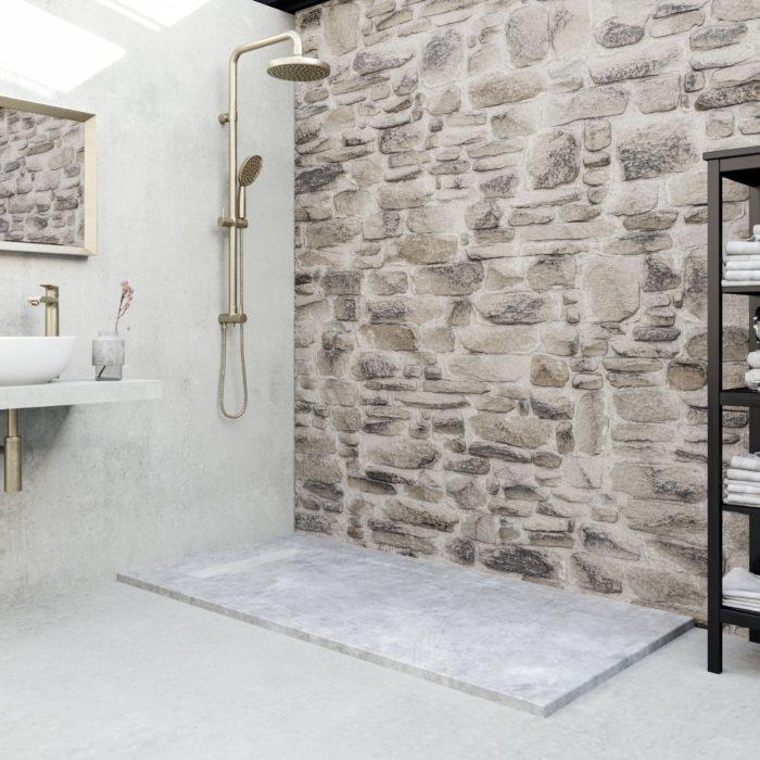 matériaux humbles qui ennoblissent la salle de bain